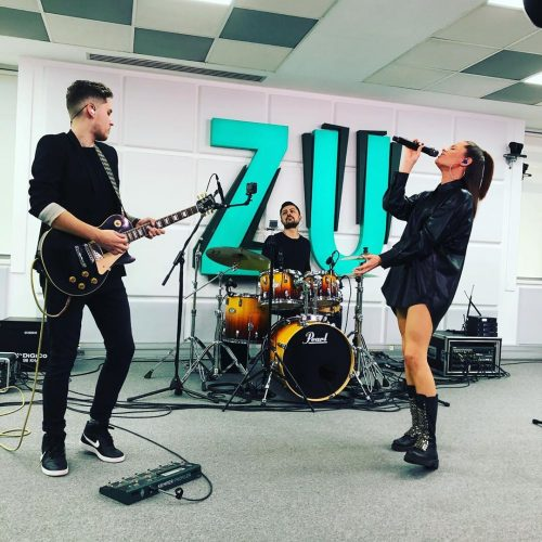"""Azi, @ralukaofficial a cantat noul single """"Dragoste n-am"""" in matinalul @radiozuoficial …"""
