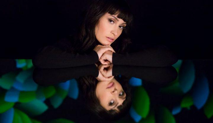 IRINA RIMES A SEMNAT CU UNIVERSAL MUSIC FRANTA